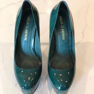 Pour La Victoire Irina emerald green platform pump